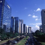 INDONESIE : DJAKARTA - CENTRE VILLE: GRANDES AVENUES, TRAFIC, POLLUTION, ETC...